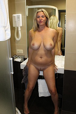 amateur matures fully naked