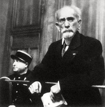 1945 - Devant la Cour de justice, Lyon.