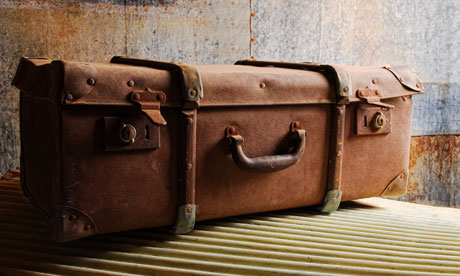 An-old-suitcase-007