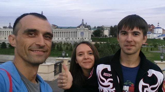 Максим Бувалин и Александр Борисов с супругой на брифинге #Ironstar Kazan 2016, 26 августа.