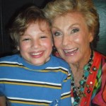 "MaximKnight with Cloris Leachman on the ""Family Dinner"" set Raising Hope"
