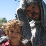 "Maxim Knight & Jason Gann on ""Wilfred"" set"