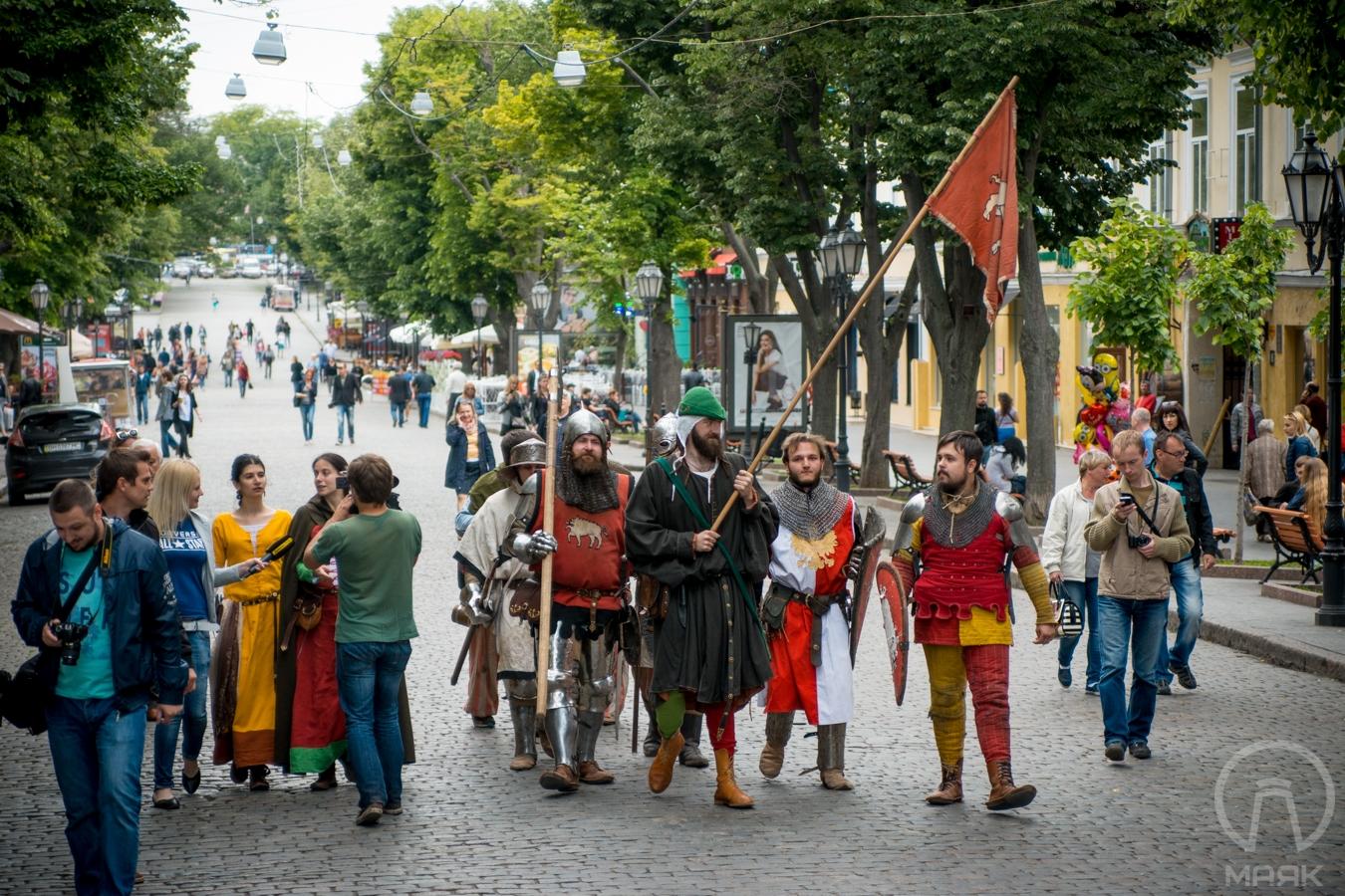 средневековые рыцари на Дерибасовской (11)