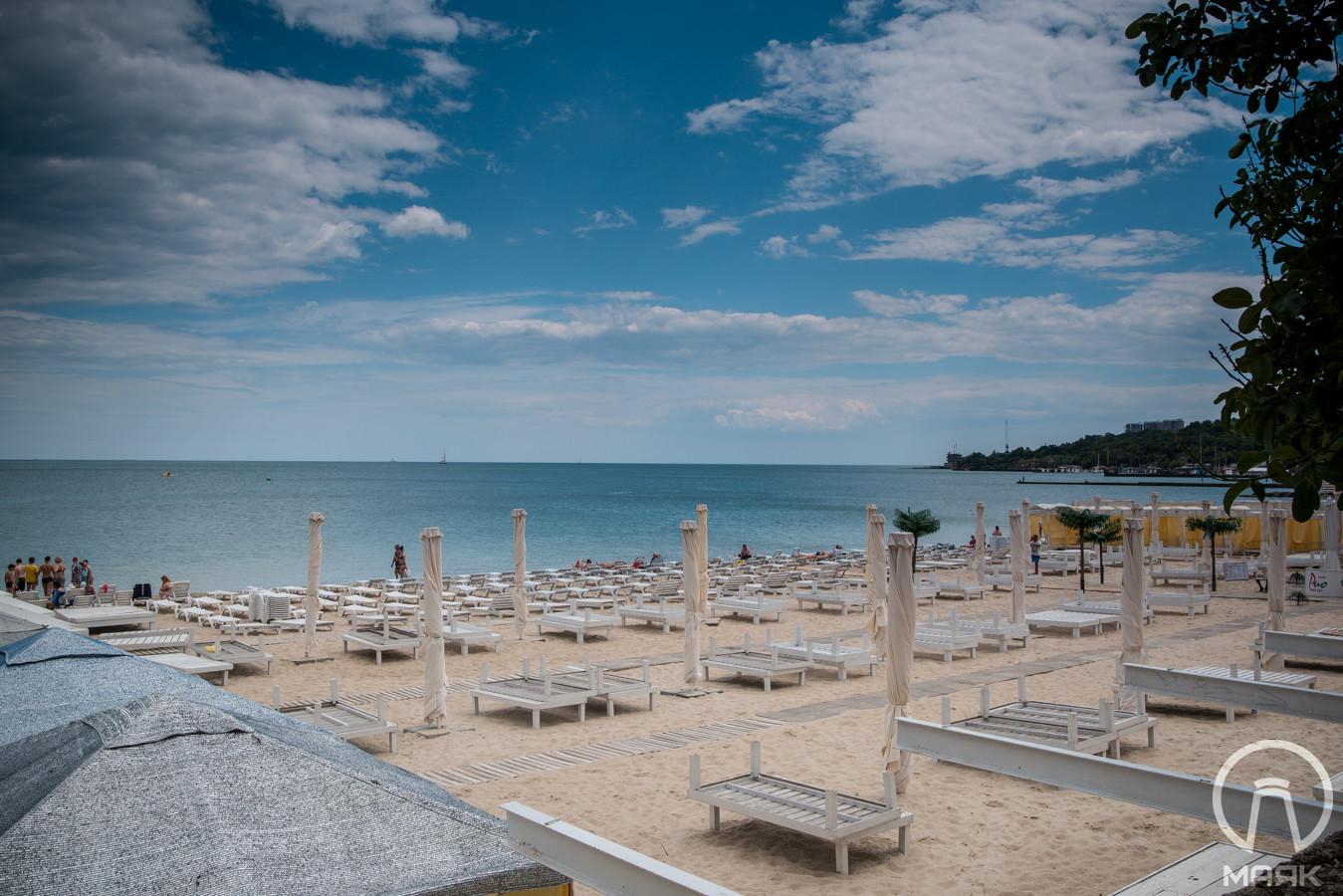Сколько стоит лежак: платные пляжи Одессы в этом районе не такие 97