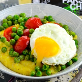 Peas, cheese and grits - Great vegetarian breakfast, lunch or dinner. #vegetarian #kosher #peas #tomatoes, #cheese @sincerelybrigitte