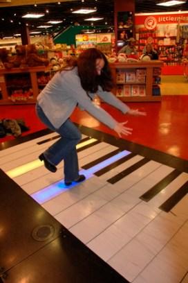 fao-schwartz-piano.jpg