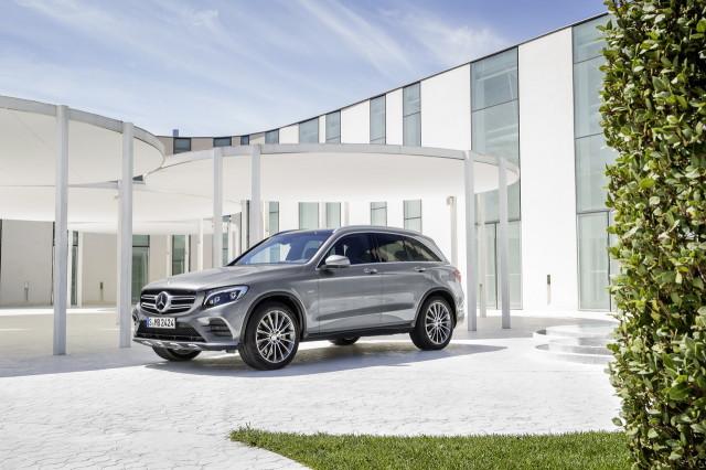2016-Mercedes-GLC-15