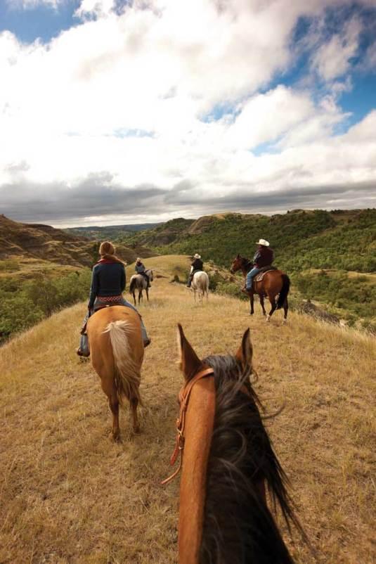 North_Dakota_Outdoors_Horseback_Little_Missouri_JL