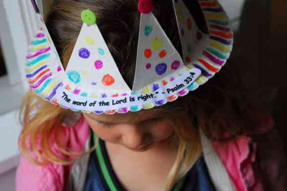 1-#paper plate crown #cubbies bear hug 10 #AWANA crafts-019