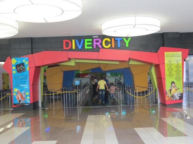 Entrance to Divercity in Santafé
