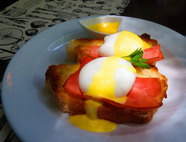 I think I might have to make Brie Bon a weekly stop for brunch, and I will probably order the eggs benedict quite often.