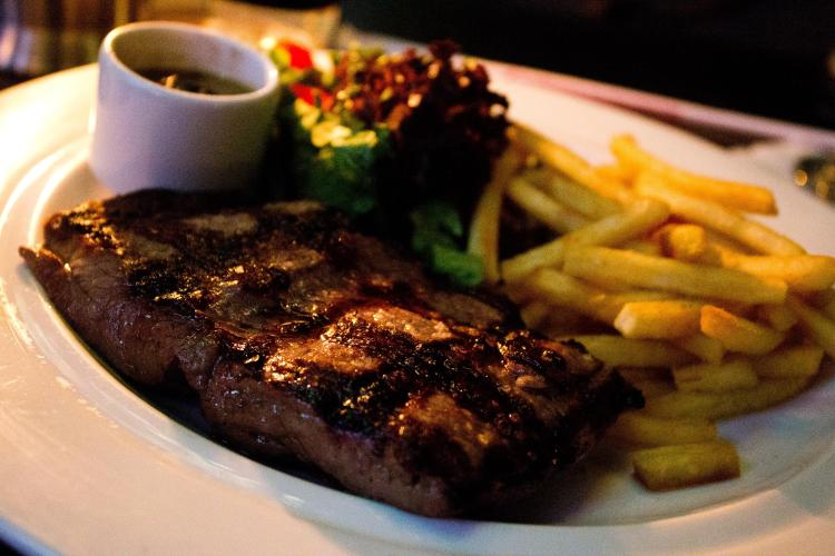 Baby beef with salad and fries