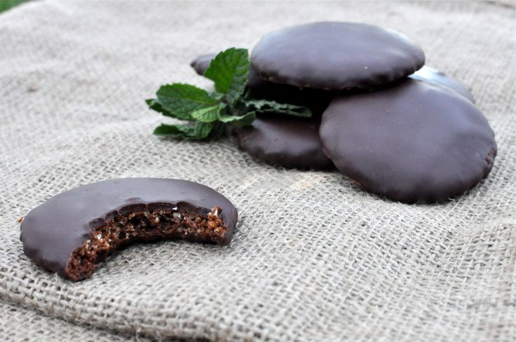Paleo French Peppermint Cookies with Chocolate Ganache