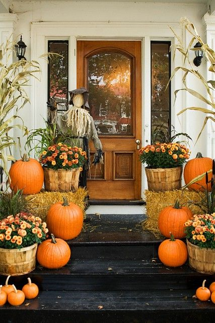 Fall Entryway...@Jackie Bauer maybe not so many pumpkins but hail bay and orange flowers would be adorable on your porch!!