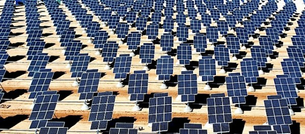 Giant_photovoltaic_array