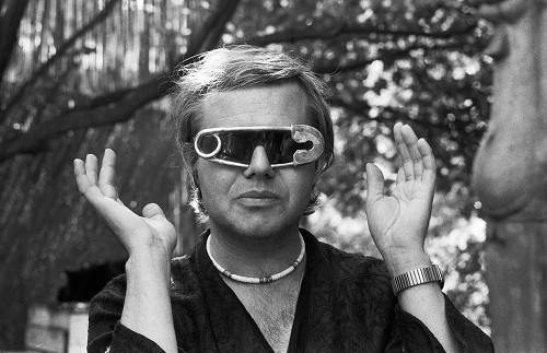 H.R. Giger in 1979 wearing sunglasses he designed. (Keystone/Photopress)