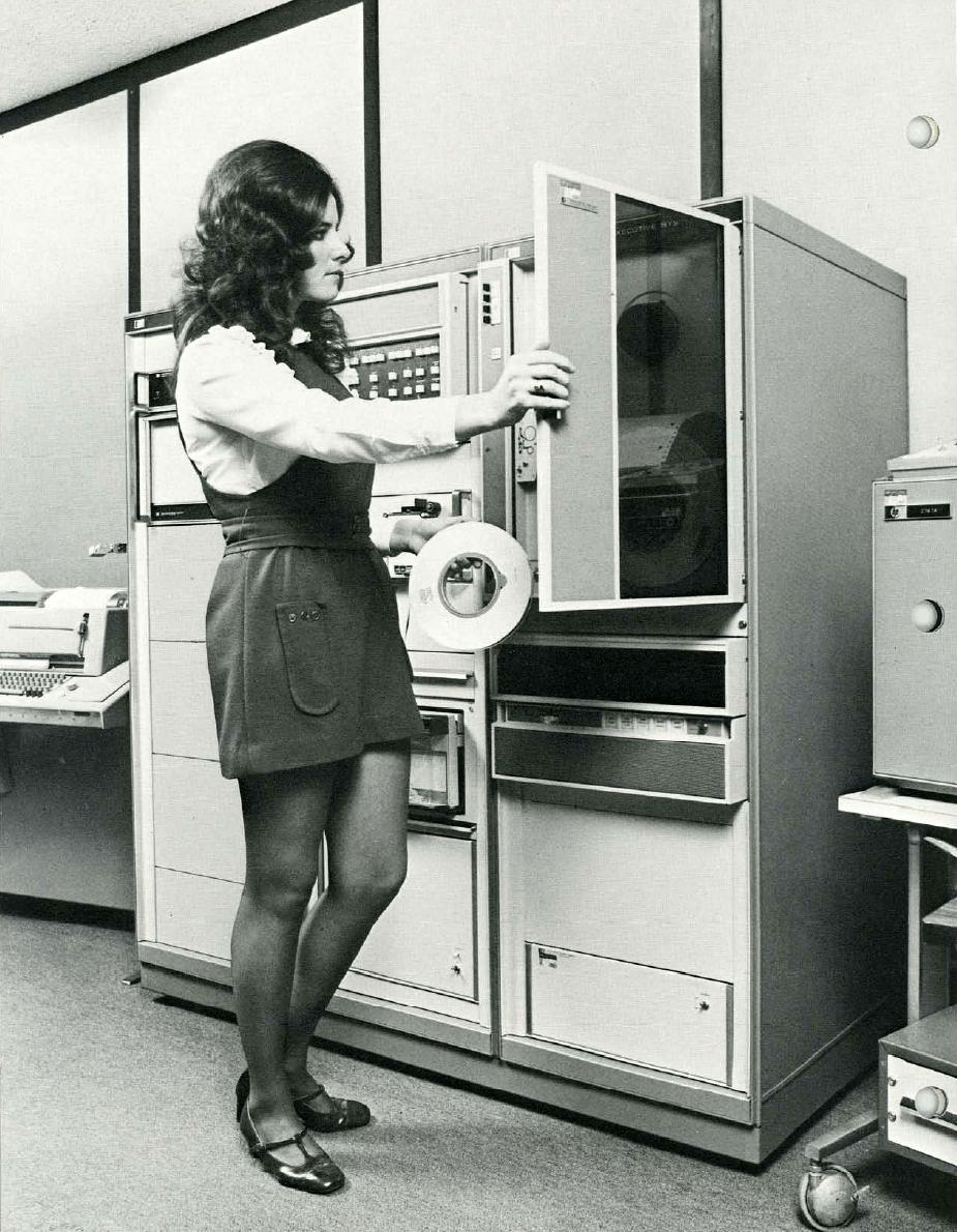 computers-miniskirts-5