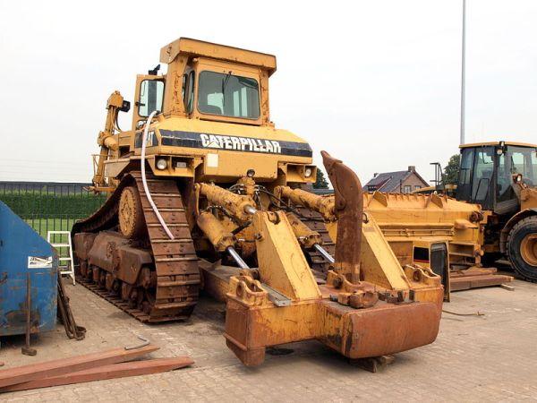 800px-Giant_Caterpillar_p2