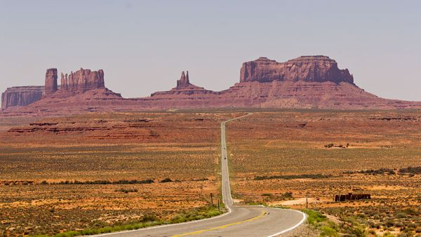 800px-Long_Road_to_Monument_Valley