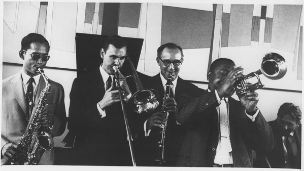 The-King-of-Thailand-joins-in-a-jam-session-with-Urbie-Green-Benny-Goodman-Jonah-Jones-and-Gene-Krupa-during-his-visit-to-the-US-1960-306-ps-397-62-2116
