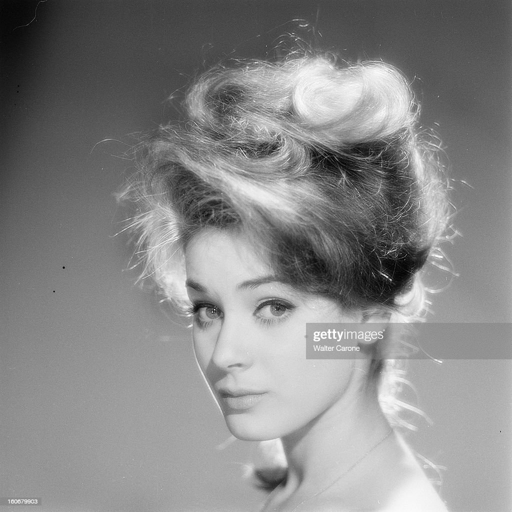 Genevieve Grad Poses In Studio Pictures   Getty Images Genevieve Grad Poses In Studio  5 avril 1962  Portrait de Genevi    ve GRAD  posant en