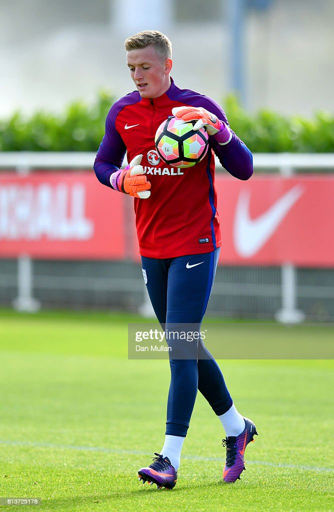Jordan Pickford set to sign for Everton Sunderland goalkeeper Jordan     Jordan Pickford in action during an England training session at the  Tottenham Hotspur training ground on