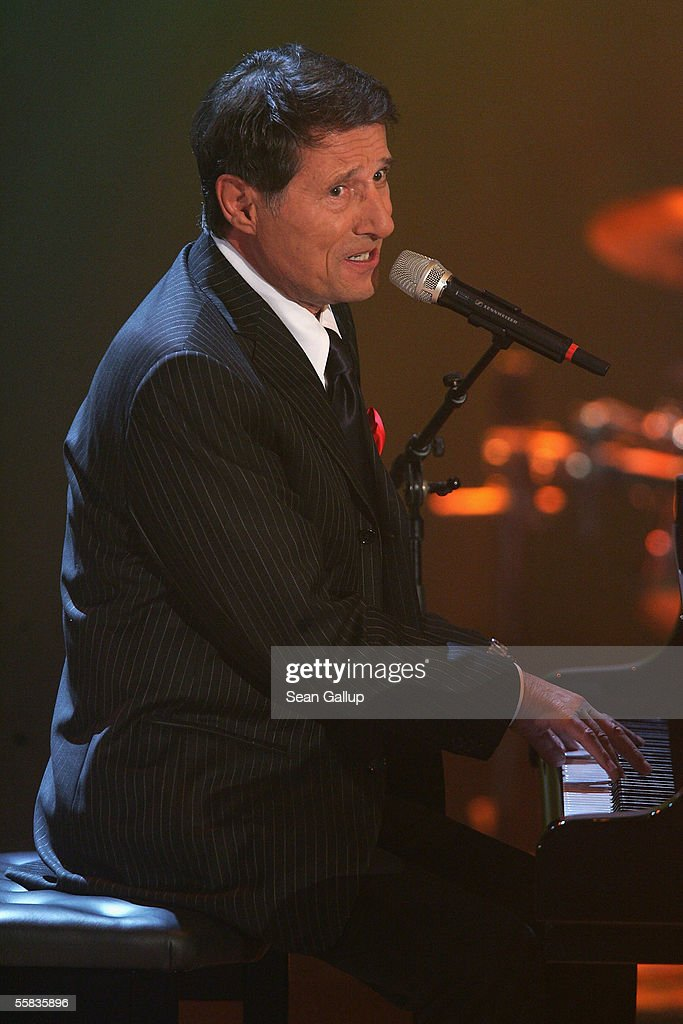 Wetten  dass    Musician Udo Juergens performs during the live broadcast of  Wetten  dass
