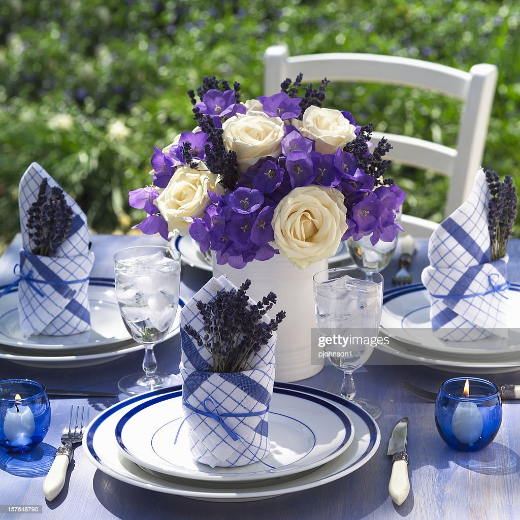 extravagant floral arrangements for your dining table 2
