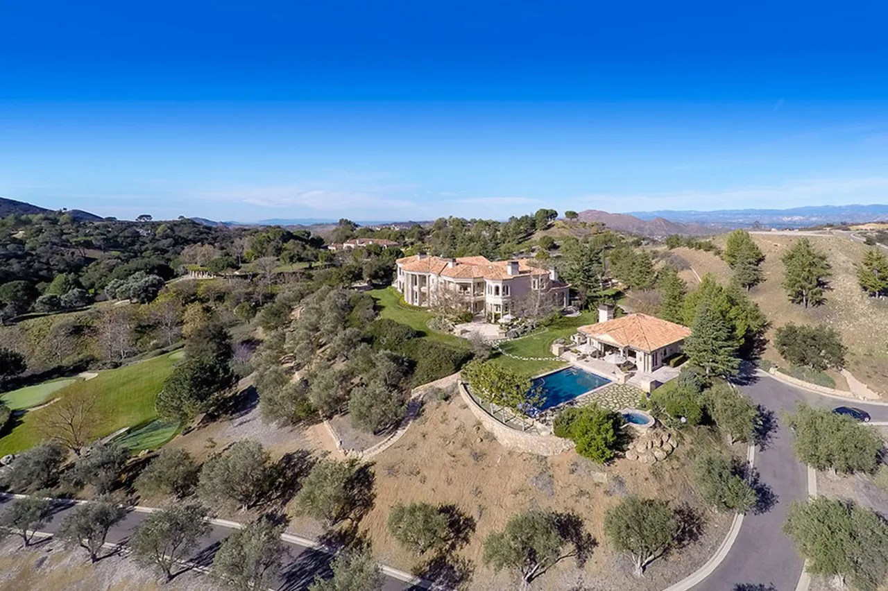 Classy Britney Spears Home S Celebrity Real E Courtesy Zillow Come See Britney Rumored New Home Blues 2007 Its Britney Spears House Calabasas Britney Spears House curbed Britney Spears House