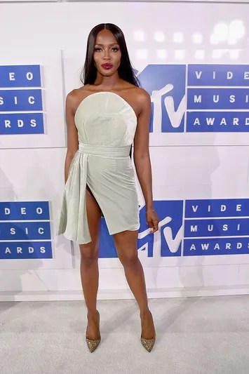 NEW YORK, NY - AUGUST 28: Supermodel Naomi Campbell attends the 2016 MTV Video Music Awards at Madison Square Garden on August 28, 2016 in New York City.  (Photo by Kevin Mazur/WireImage)