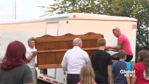 Strangers come together to help Alberta woman move across the province