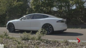 Fancy door handles of Tesla S locks Consumer Reports out