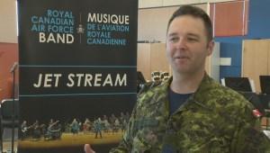 Winnipeg air force member sings national anthem at Blue Jays game