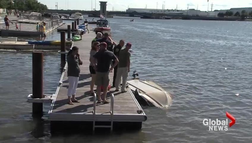 Bulk carrier KAYE E BARKER allided with raised bridge, Lake Michigan