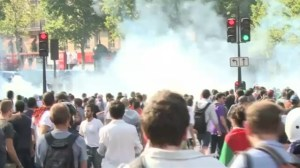 Raw video: Clashes in France between pro-Palestinian demonstrators and police