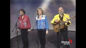 "Sharon, Lois & Bram perform ""Mrs. Fogarty's Christmas Cake"" in 1993"