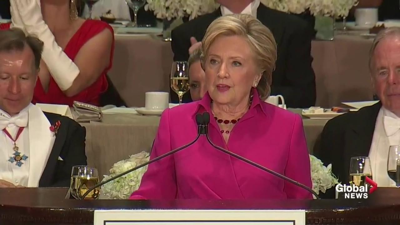 Donald looks at the Statue of Liberty and see's a 4…maybe a 5 if she loses the torch' Hillary roasts Trump