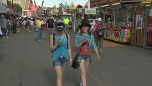 Vancouver food truck sells out their $100 hot dogs at Calgary Stampede