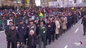 Hundreds of Canadian veterans march to the National War Memorial