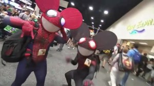 Raw video: Comic-Con attendees show off superhero-inspired costumes