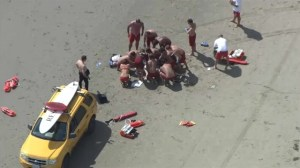 Lifeguards treating nine people struck lightning at U.S. beach