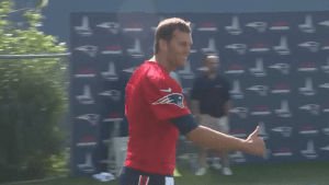 Tom Brady gets standing ovation at Patriots training camp