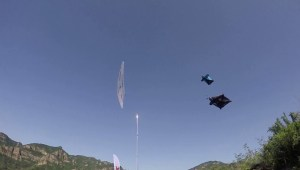 Base jumper performs 'Human Arrow' stunt in China