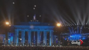 Torontonians celebrate 25th anniversary destruction of Berlin Wall