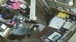 Cross-dressing bandits rob Florida jewelry store, hold family hostage