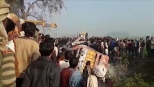 More than 20 children killed in school bus crash in India