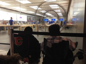 Hundreds lineup outside Calgary Apple store
