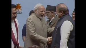 Pakistani, Indian leaders shake hands