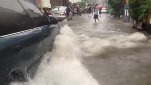 Raw Video: Severe flooding in Manila as tropical storm nears