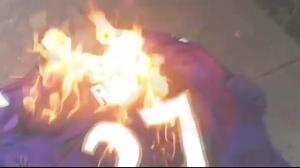 Ravens fan burns Ray Rice jersey
